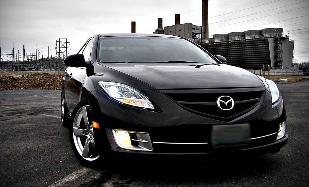 Тюнингованная черная Mazda 6 2009 года