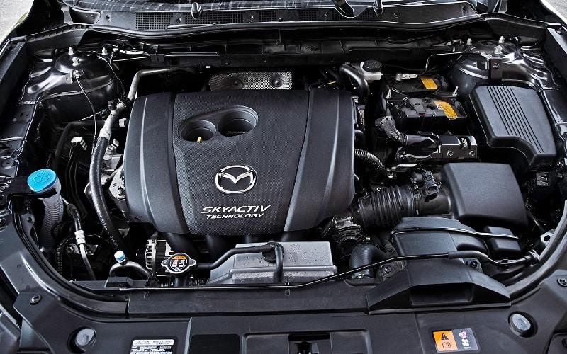 Двигатель Мазда CX-5 под капотом