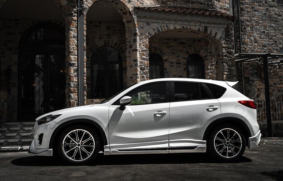 Тюнингованная белая Mazda CX-5