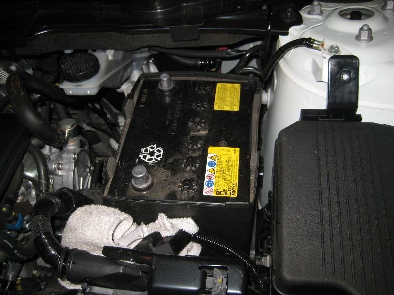 Аккумулятор на штатном месте Mazda CX-5