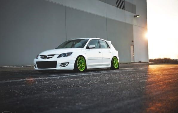 Mazda 3 с глубоким тюнингом