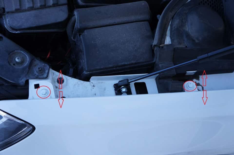 Увеличенные зазоры между крылом и капотом Mazda 3