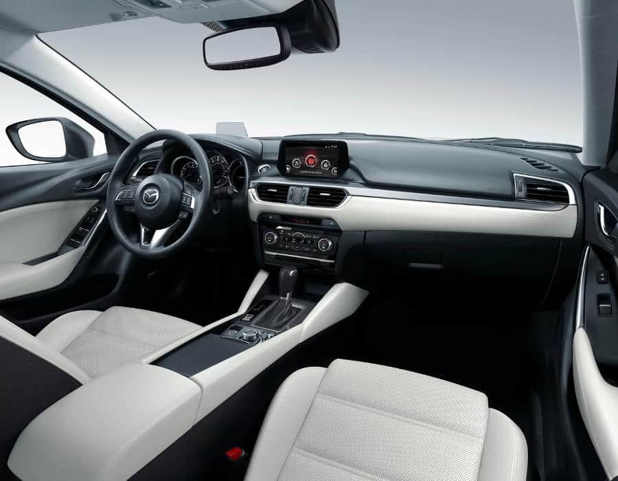 Салон Mazda 6 2015 года выпуска