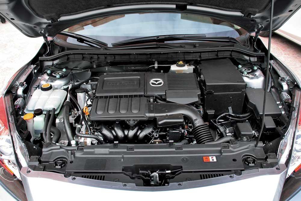 Подкапотное пространство Mazda 3