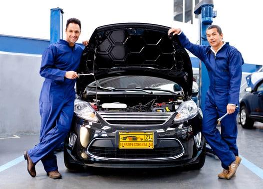 Сотрудники автосалона Mazda