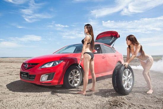 Девушки меняют колеса на Mazda 3