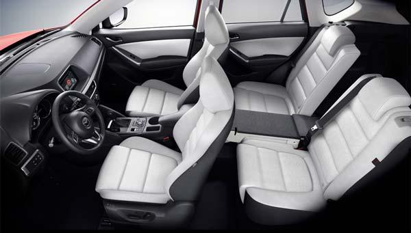 Салон Mazda CX-5 2015 года с использованием новых материалов