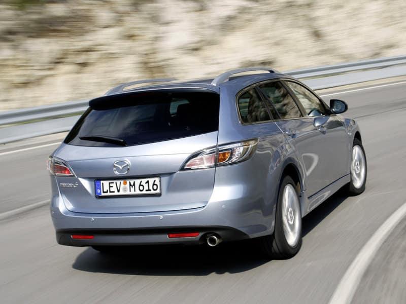 Mazda 6 GH универсал на дороге