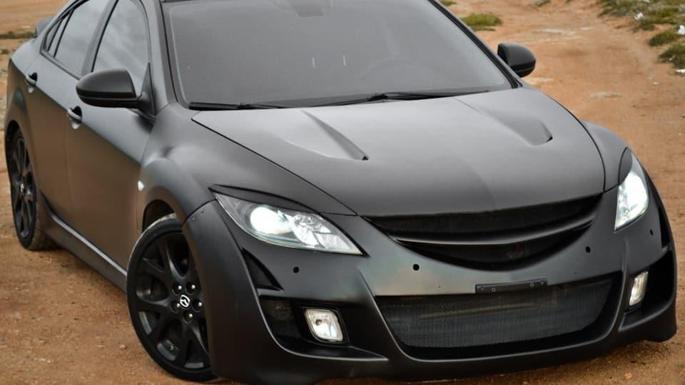 Тюнингованная черная Mazda 6 GH
