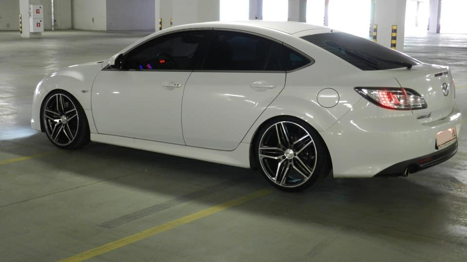 Белая Mazda 6 GH