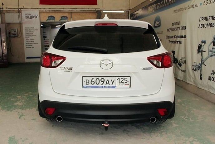 Вид на задний бампер Mazda CX-5