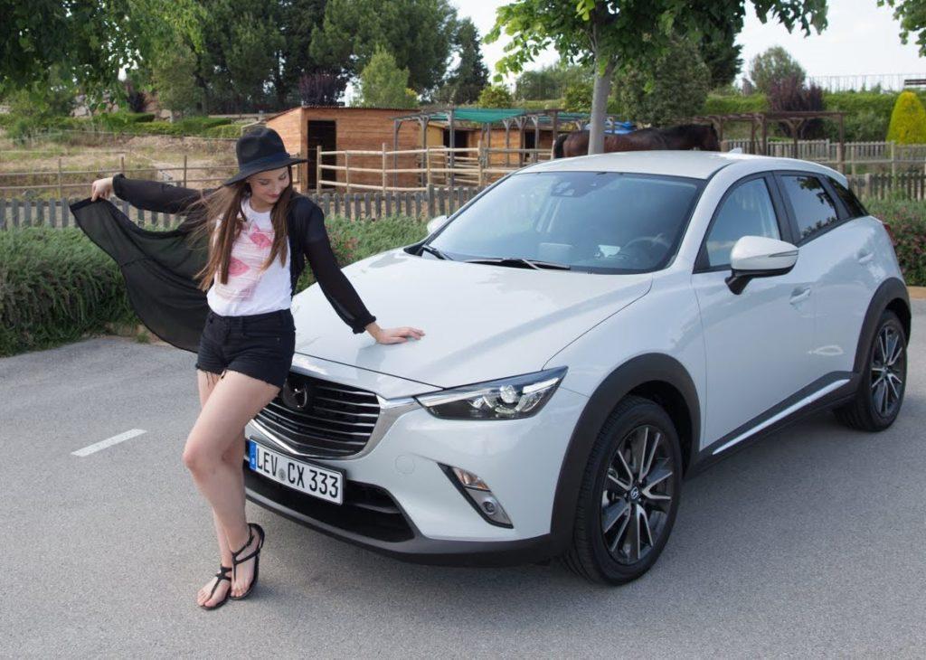 Девушка возле Mazda CX-3