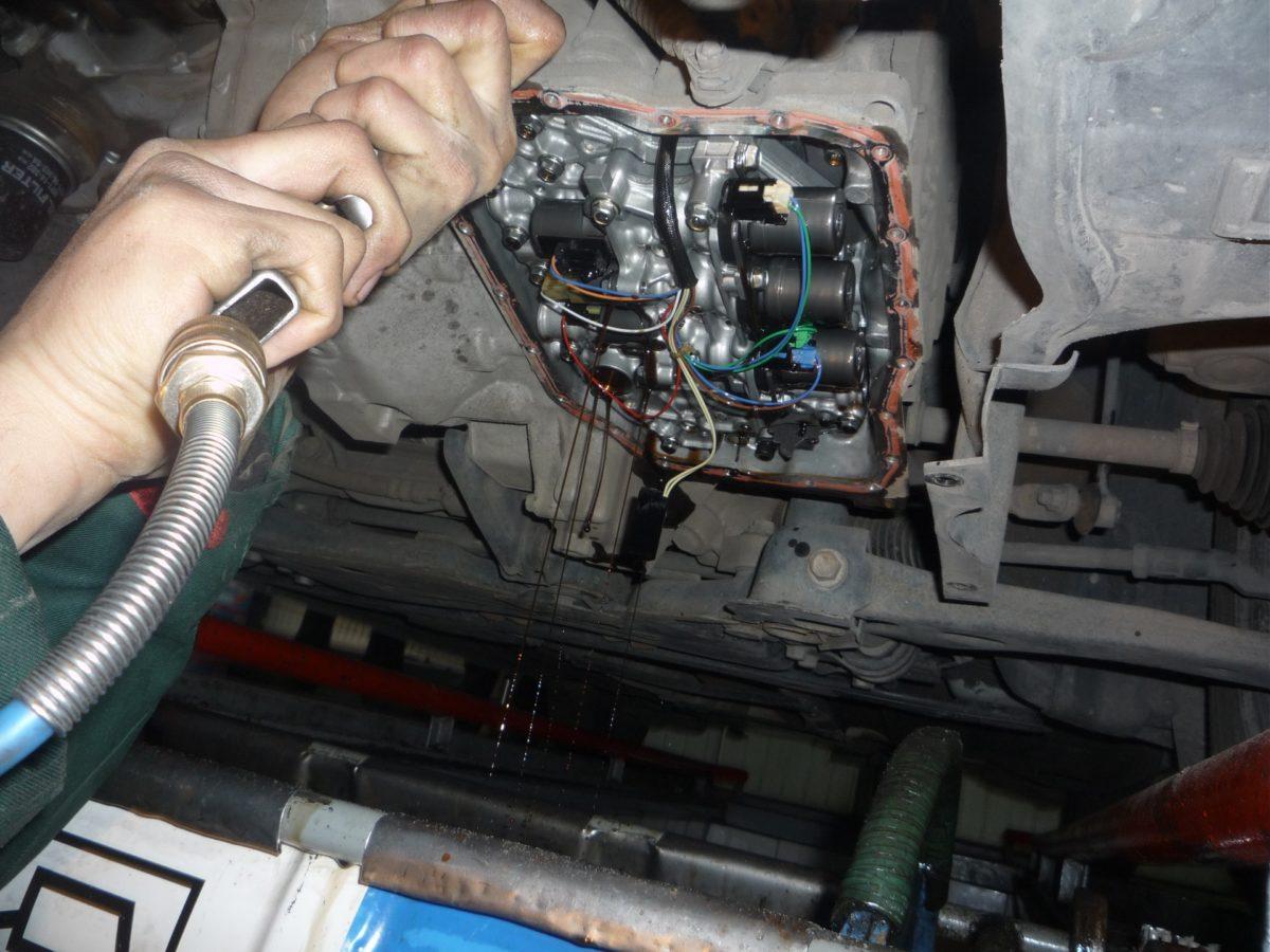 Как менять масло в автоматической коробке передач своими руками