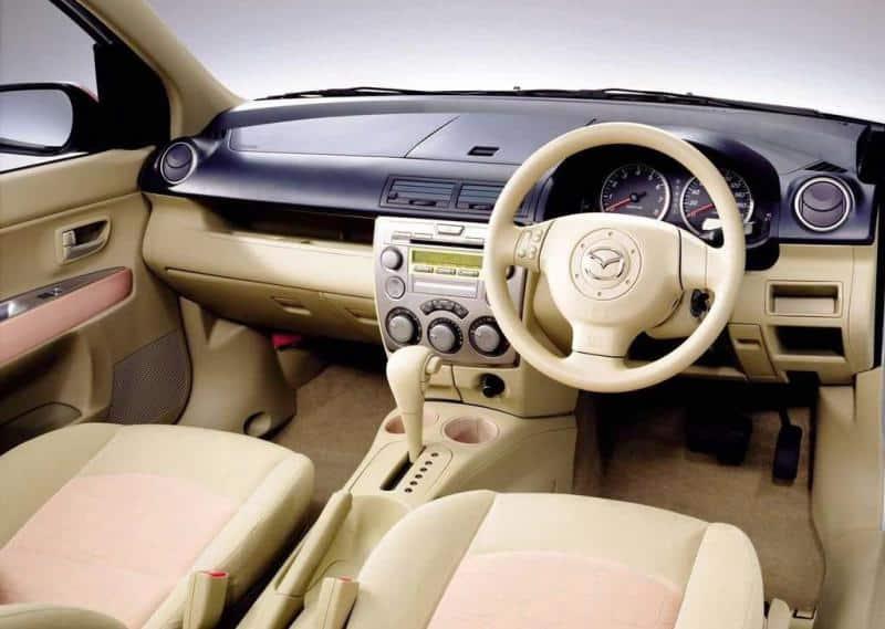 Mazda Demio внутренний тюнинг