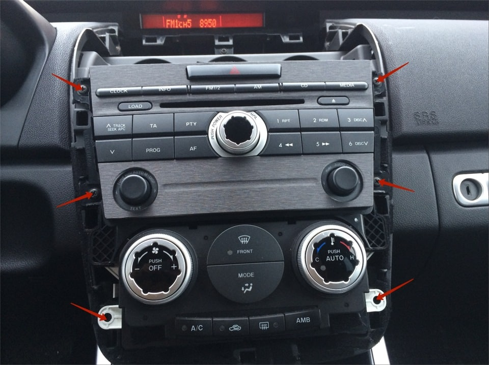 Показываем как снимается штатная магнитола (монитор) в автомобиле mazda cx 5