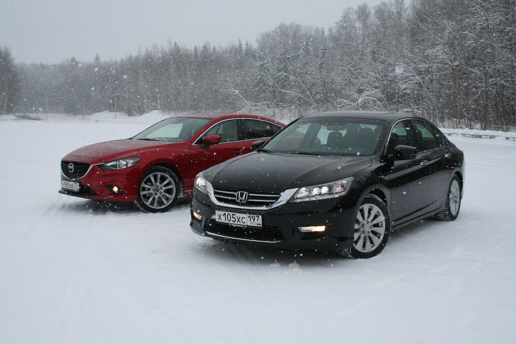 Mazda 6 и Honda Accord на трассе