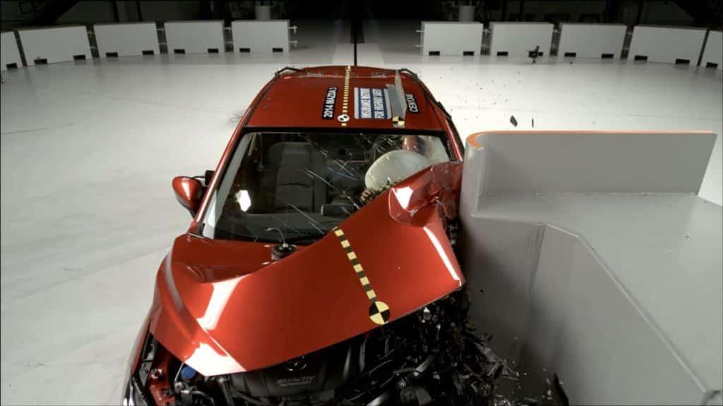 Mazda3 седан безопасность