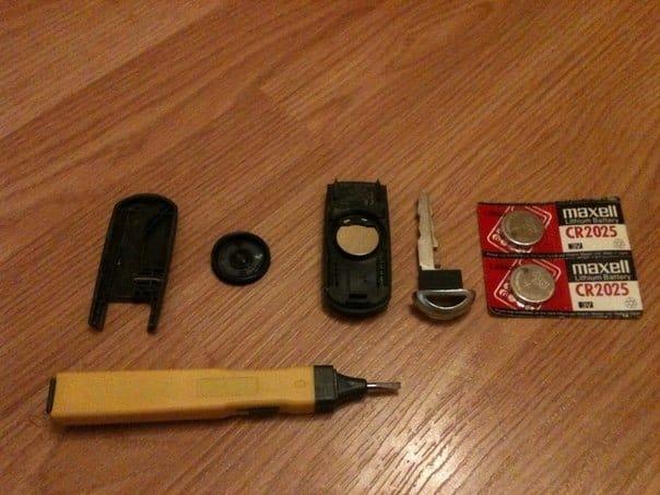 Замена батарейки в ключе Мазда СХ 5