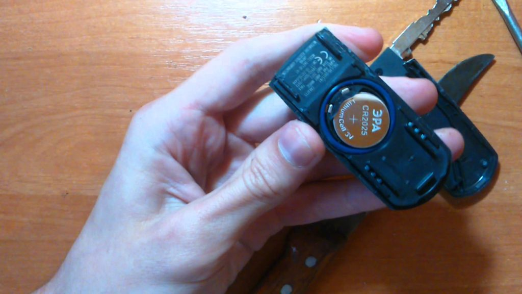 Батарейка в брелке Мазда СХ 5 - «таблетка» CR2025