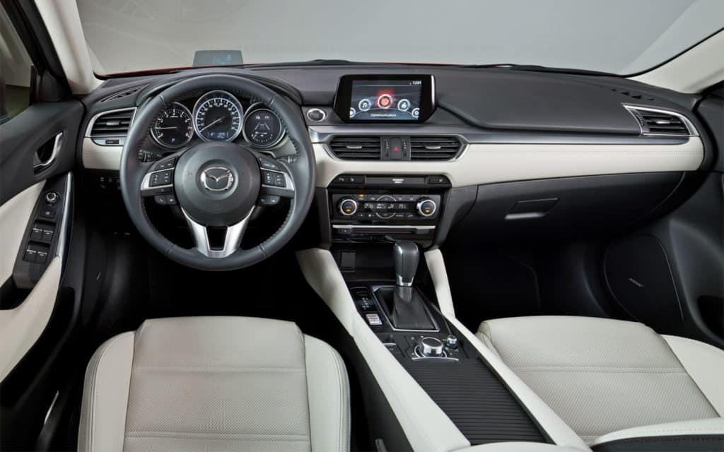 Салон Mazda 6 2018