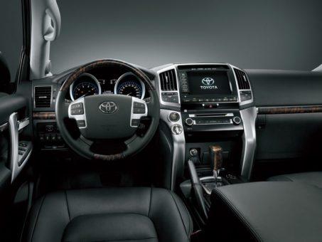 Салон внедорожника Toyota Land Cruiser