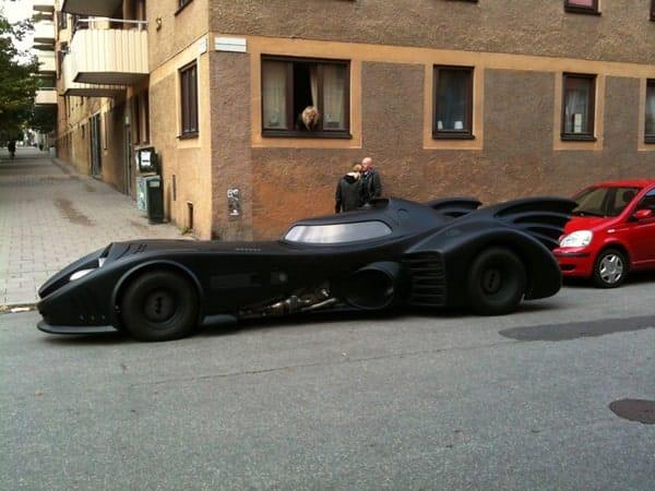 Дорогой черный автомобиль